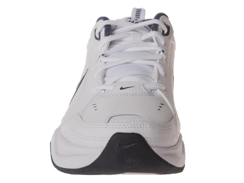 Nike Air Monarch Sneakers in wit 415445 102 | ASOS